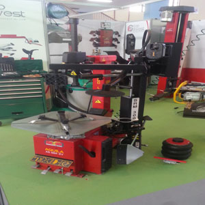 Fournitures outillages professionnels et équipements de garage