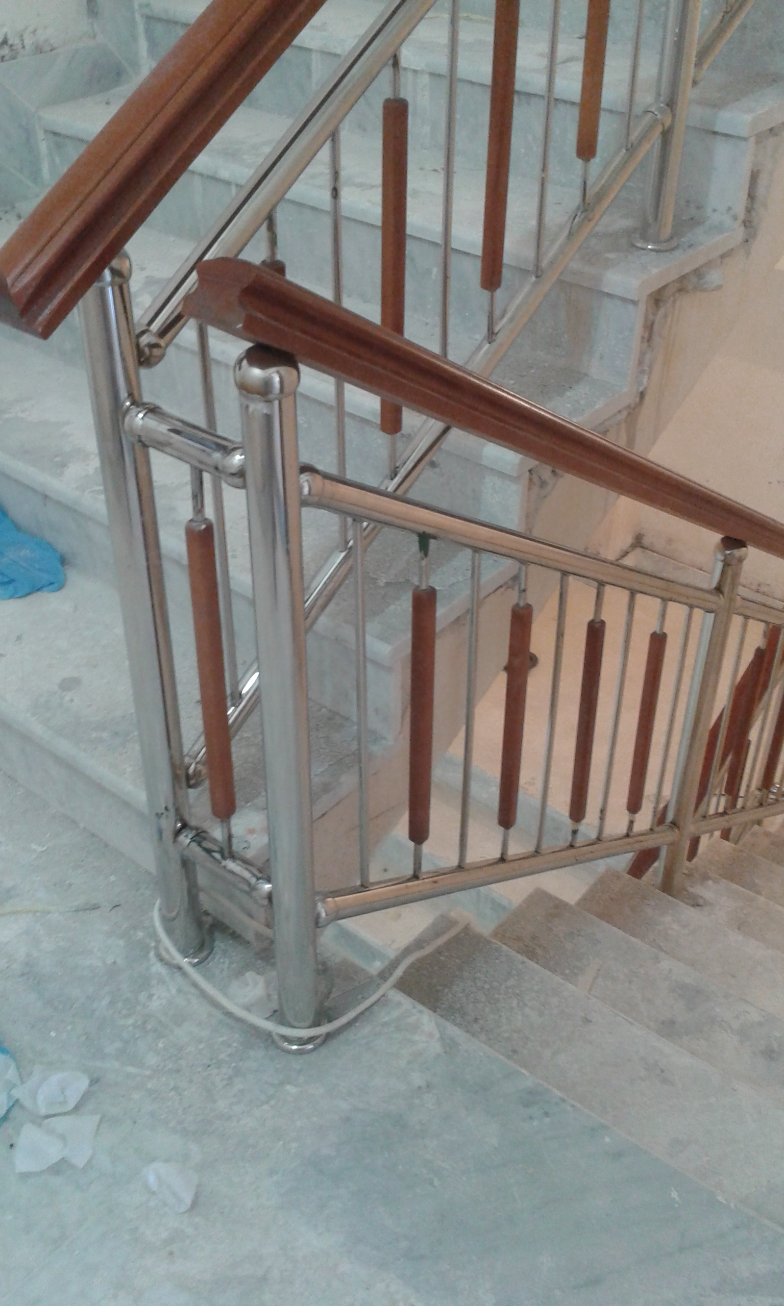 rampe escalier en inox bois alg rie. Black Bedroom Furniture Sets. Home Design Ideas