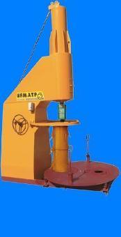 Machine pour fabrication de buses en béton