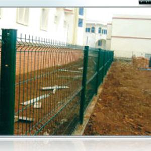 Clôture en treillis soudées et mur de clôture