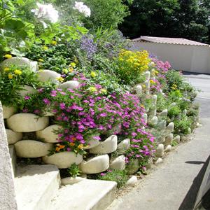 Murs de soutènement fleuris