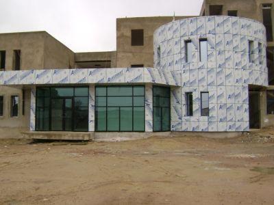 Façade clinique médicale en panneau composite et mur rideau