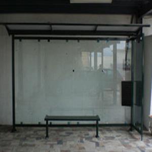Façade et vitrine en verre