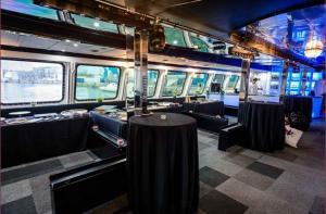 Aménagement intérieur du bateau restaurant