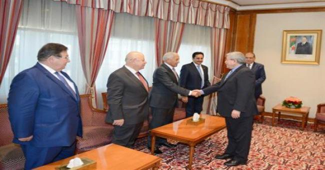 Ouyahia reçoit une délégation de la Chambre de commerce et d'industrie arabe