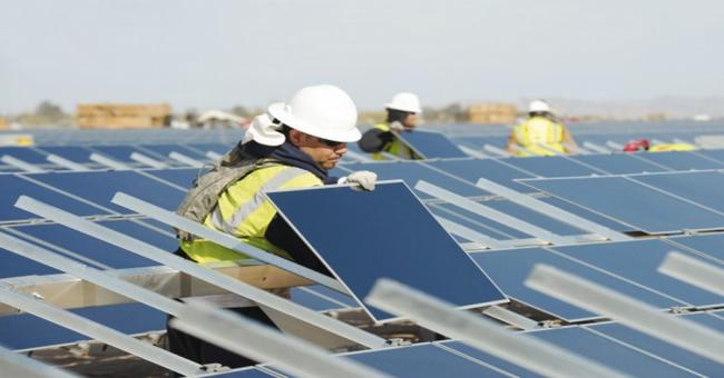Énergie solaire : la filière du photovoltaïque entre espoirs et craintes