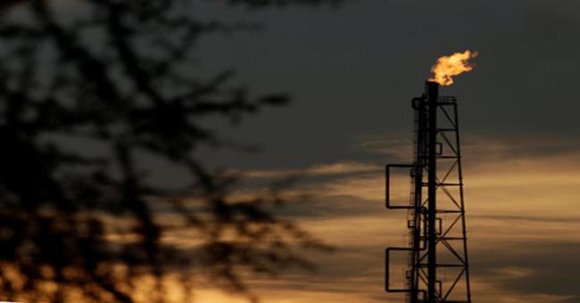 Le pétrole regagne du terrain mais finit la semaine en retrait