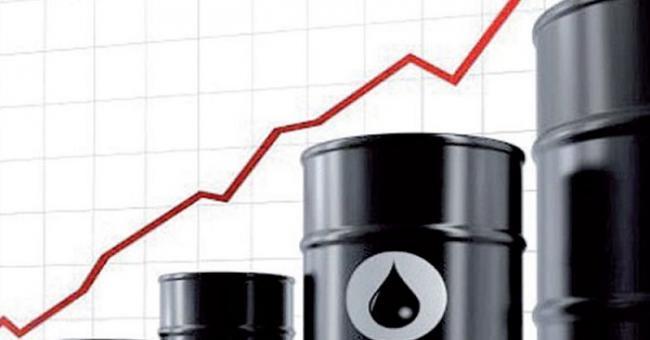 Le pétrole frôle les 80 dollars, profitant d'une chute des stocks américains de brut