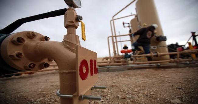 Pourquoi le prix du baril de pétrole à 100 dollars fait-il trembler ?