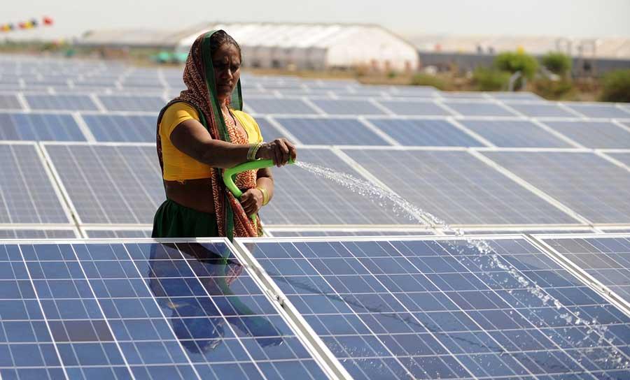 Lancement de la réalisation de deux centrales solaires avant fin 2019 à Hassi Messaoud (Ouargla)